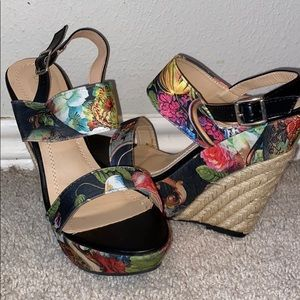 NEVER WORN! Chase + Chloé Wedge Floral Sandals